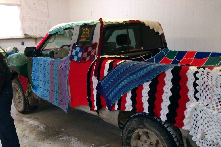 yarn-bombed-truck