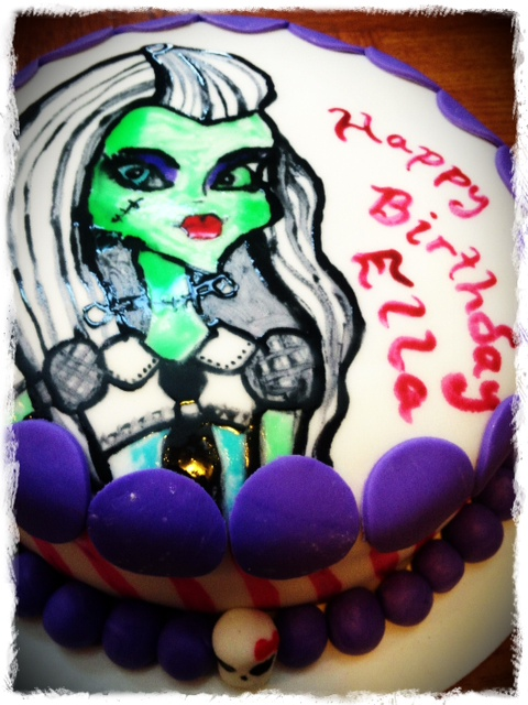 Monster-High-Cake