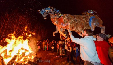 Effigy-heading-to-the-fire